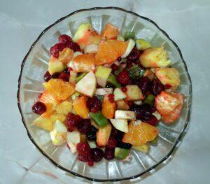 O salata de fructe pentru voi