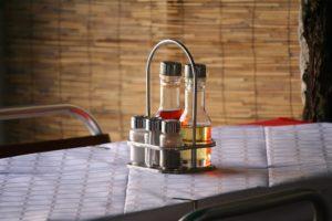 10 modalități în care putem folosi banalul oțet în gospodărie