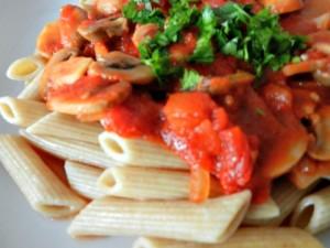 Rețeta de paste cu sos de roșii și ciuperci