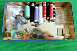 Mic proiect de organizare: cutia de ace și ațe