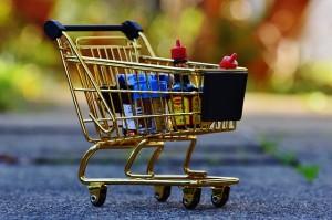 Rezumă-te la un număr cât mai mic de produse la cumpărături [mici trucuri de econmisire]
