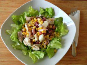 Rețeta de salată cu pui, porumb și boabe de fasole