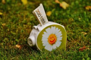 10 idei pentru a reuși să economisești pe termen lung, fără frustrări