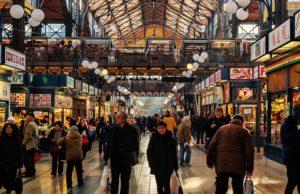 De ce îmbulzeala prin magazine la marile promoții nu ne aduce în mod necesar economii