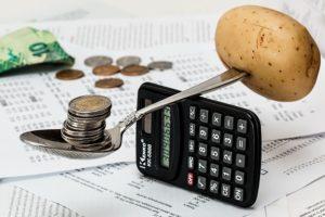 9 idei eficiente pentru a cheltui mai puțin decât câștigi