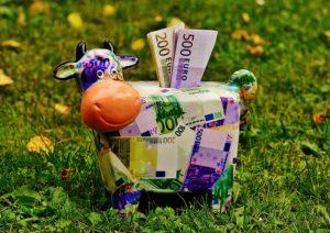 6 obiceiuri pe care să le implementezi pentru a economisi bani