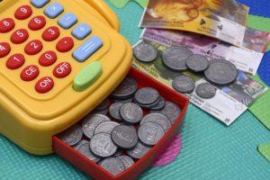 Tu ce ai învățat despre bani în copilărie?