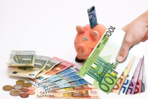 Provocarea lunii august: să economisim… banii economisiți :)